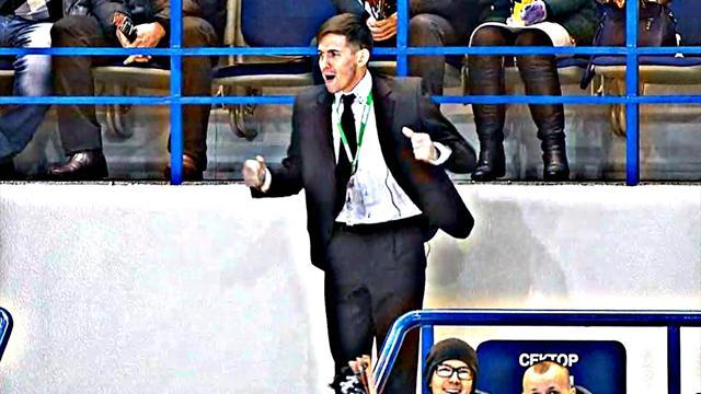 Танцующий охранник удивил болельщиков наматче КХЛ