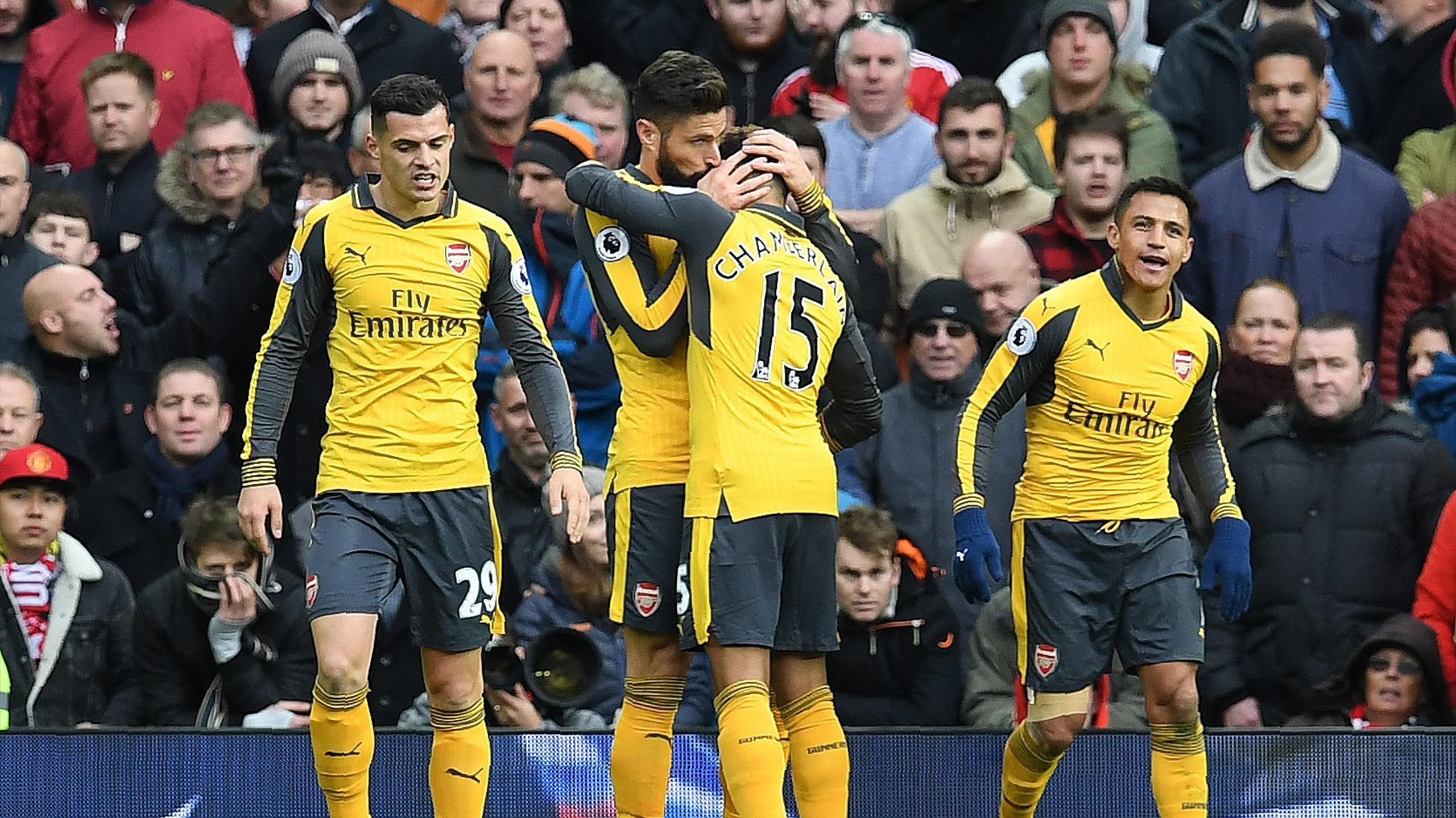 Arsenal's French striker Olivier Giroud (2L) celebrates scoring his team's first goal