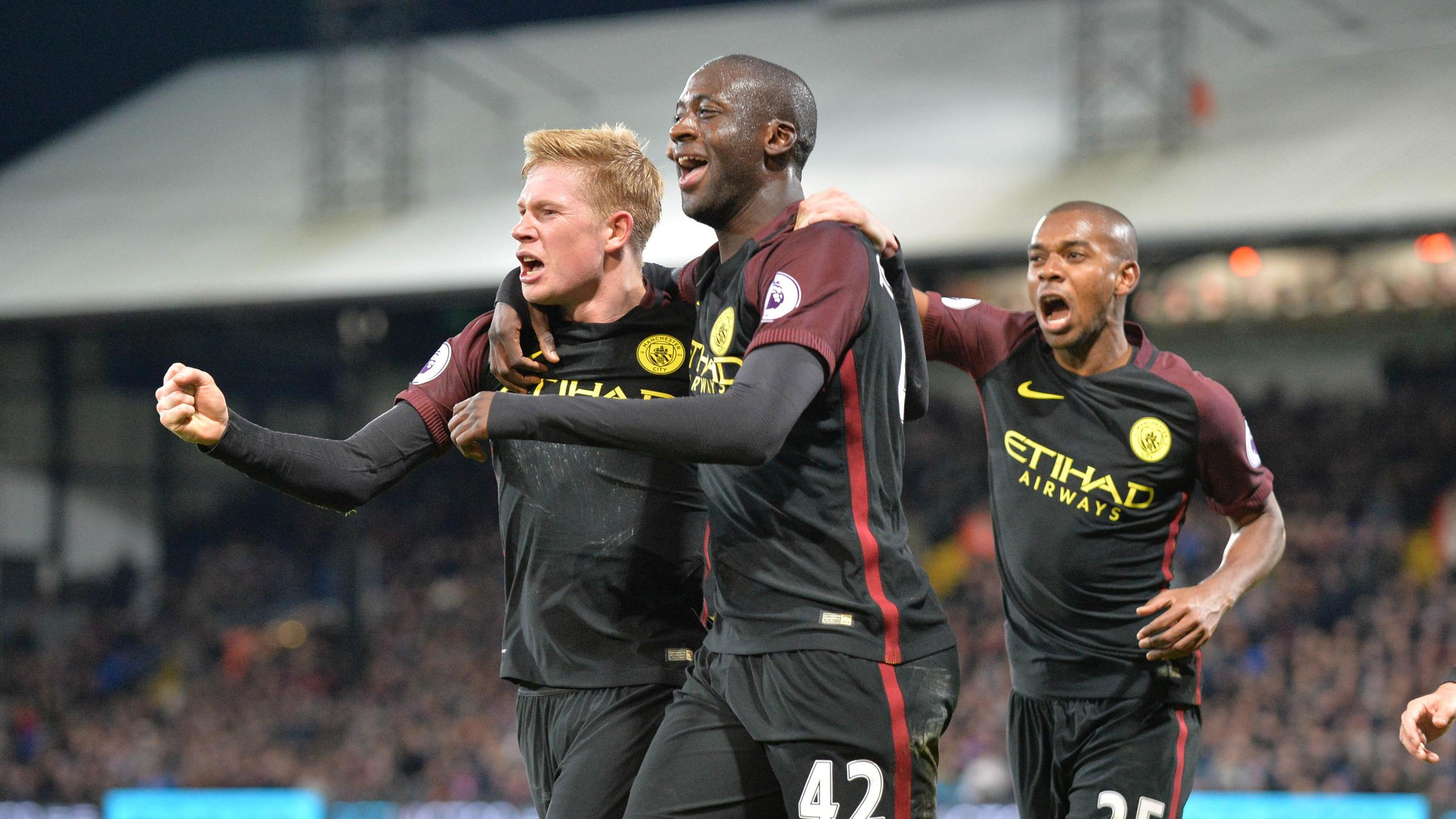 Manchester City's Ivorian midfielder Yaya Toure (C) celebrates with Manchester City's Belgian midfielder Kevin De Bruyne