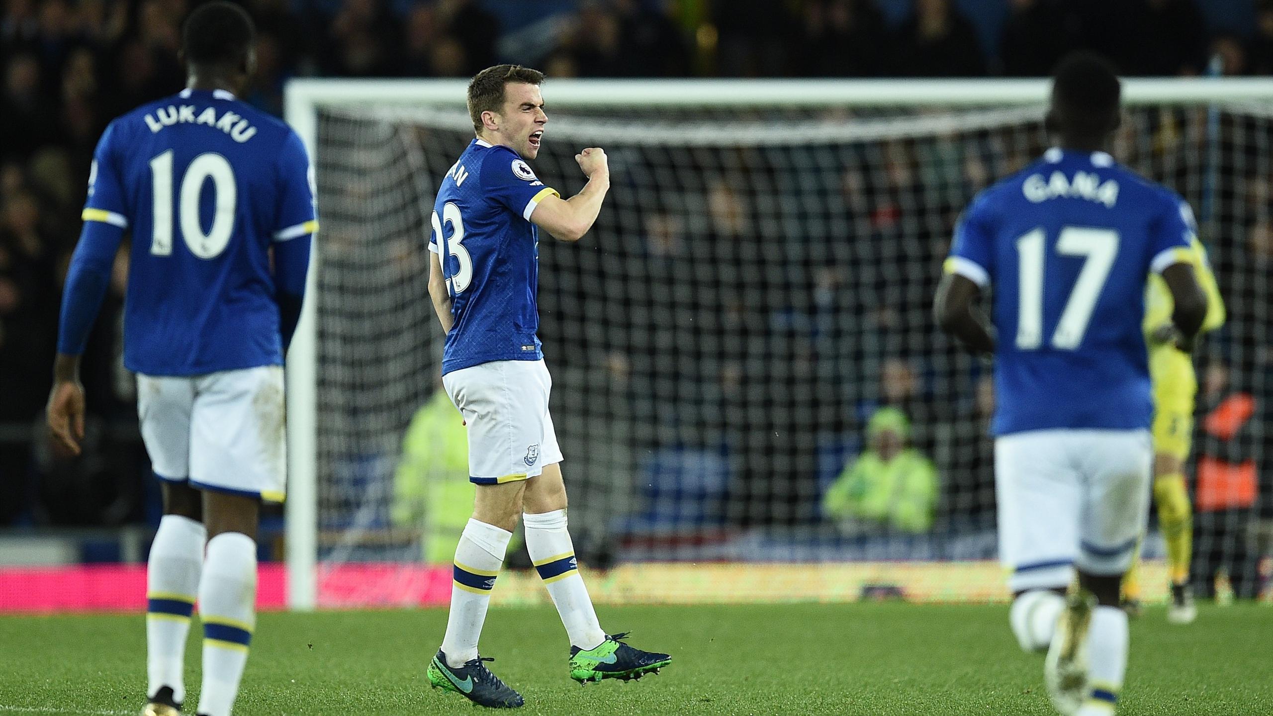 Everton's Irish defender Seamus Coleman (C) celebrates scoring