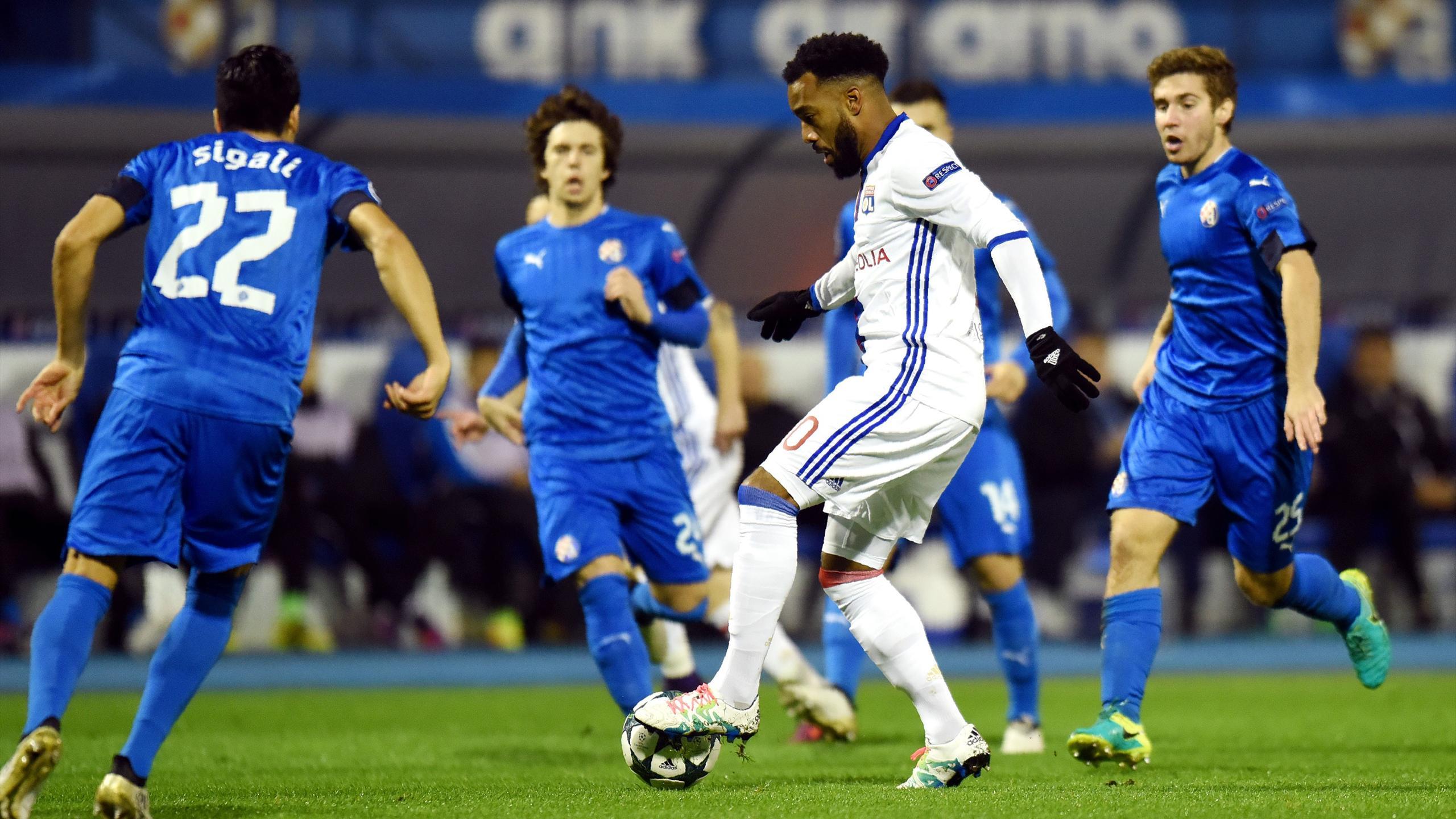 Alexandre Lacazette et l'Olympique lyonnais butent sur le bloc du Dinamo Zagreb
