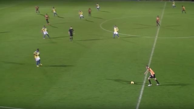 17-летний парень из английских низов зафитилил мяч от штанги в девятку с середины поля