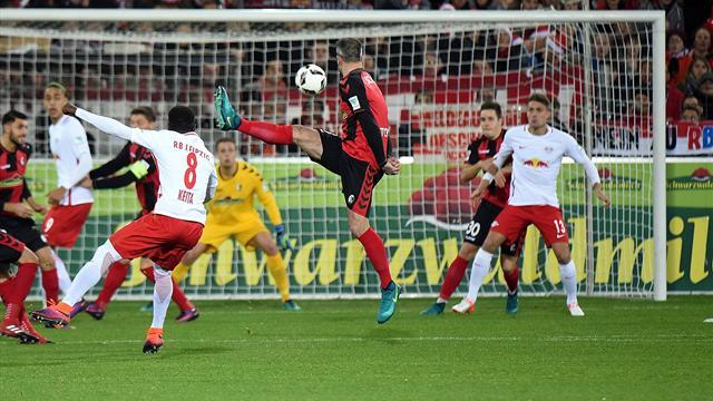 «Лейпциг» навыезде разгромил «Фрайбург» изакрепился на1-й позиции вбундеслиге