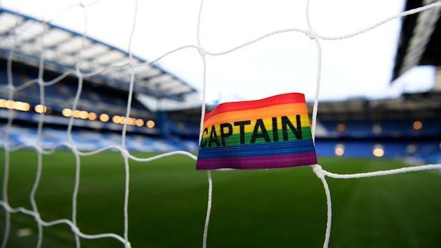 Капитаны АПЛ поддержат геев и проведут тур в радужных повязках