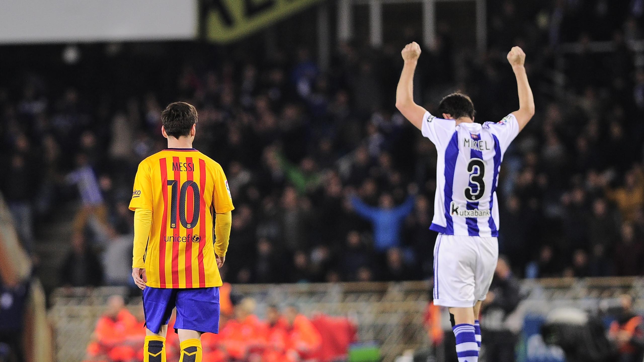 Mikel Gonzalez (Real Sociedad) jubile, Lionel Messi et le Barça font grise mine lors du match Real Sociedad - FC Barcelone le 9 avril 2016