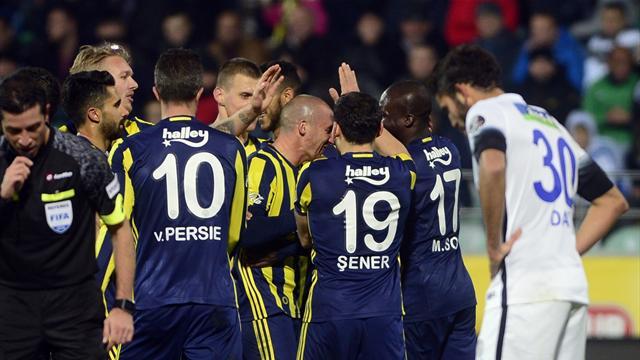 Fenerbahçe zirveye bir adım daha yaklaşmanın peşinde
