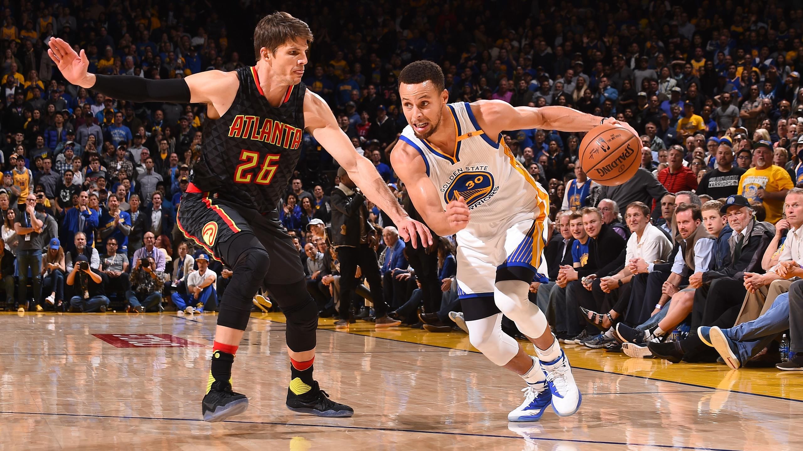 Curry (Warriors) face à Korver (Hawks)