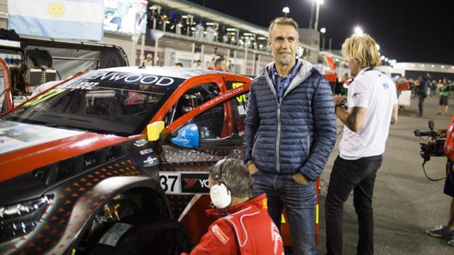 La légende du football Batistuta en visite durant le meeting WTCC Race of Qatar