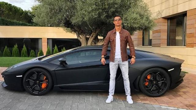 Готовясь к Эль Класико, Роналду похвастался 4,5-миллионным гаражом