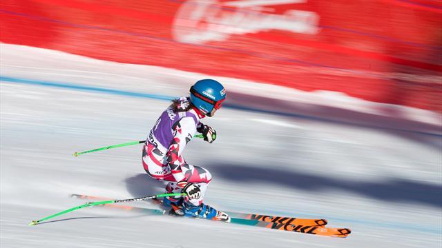 Олень перебежал дорогу австрийской горнолыжнице во время спуска