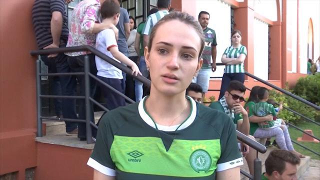 Chapecoense fans mourn air crash victims