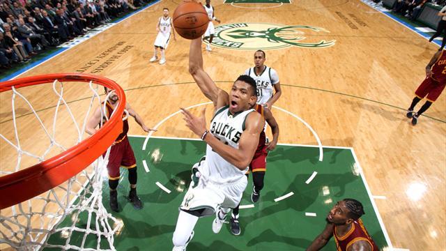 """34 points et un match plein : le """"Greek Freak"""" a fait tomber LeBron et les Cavs"""