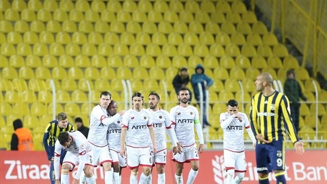 Fenerbahçe, Kadıköy'de mağlup başladı