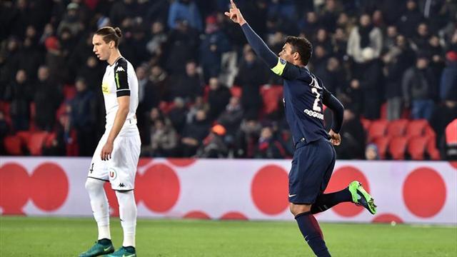 Thiago Silva y Cavani ponen el PSG tras la estela del Niza
