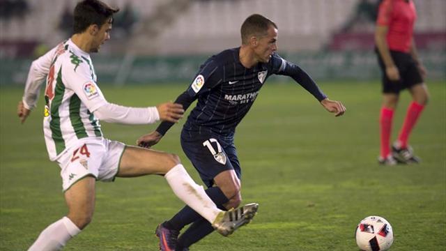 2-0. El Córdoba sale de su crisis sorprendiendo al Málaga en el debut de Carrión
