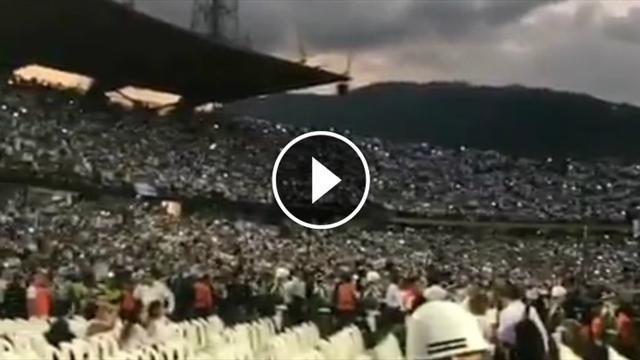 Volles Stadion: Fans treffen sich im Stadion und singen für Chapecoense