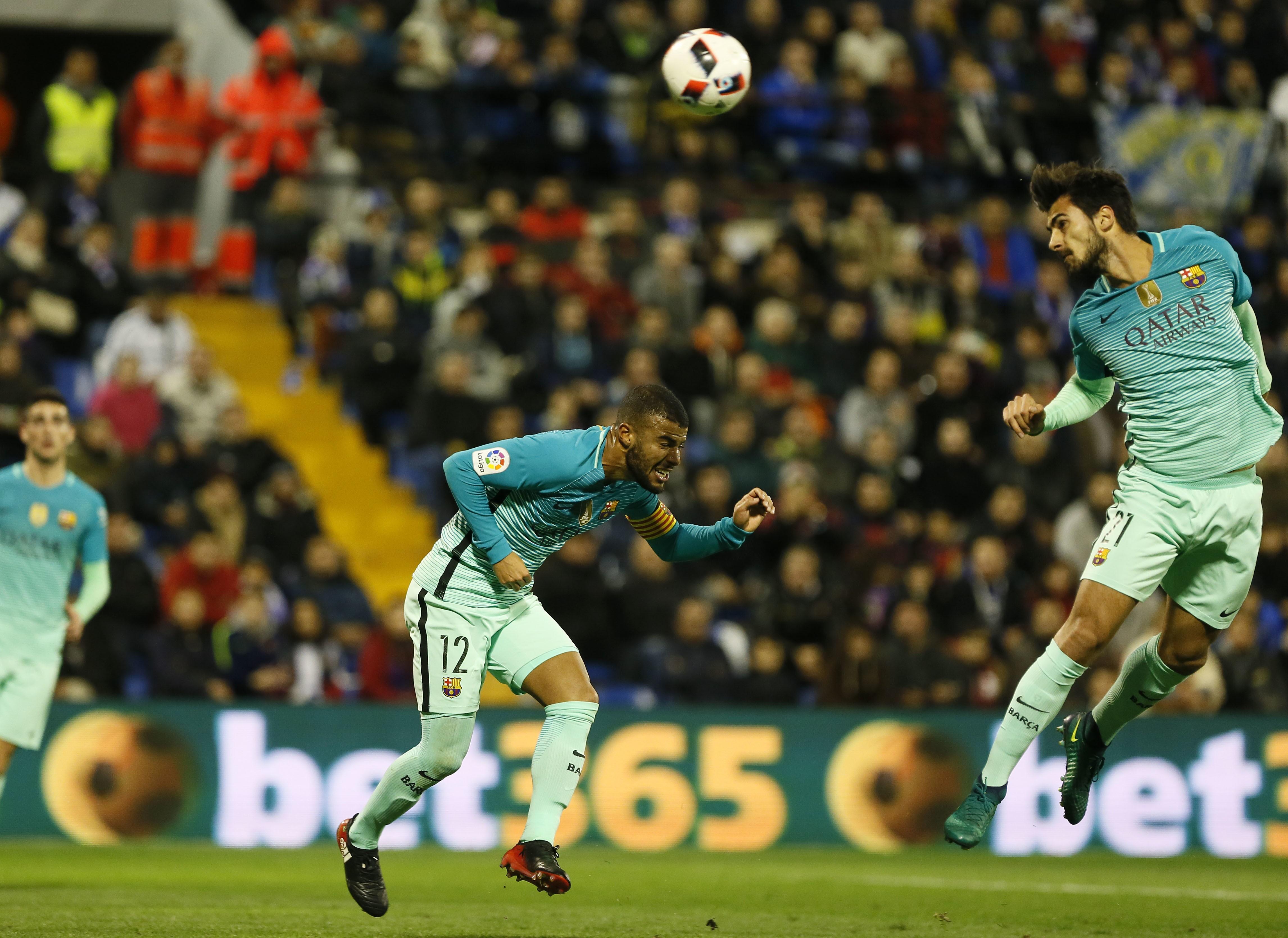 Andre Gomes et Rafinha lors de Alicante - FC Barcelone en Coupe du roi le 11 novembre 2016