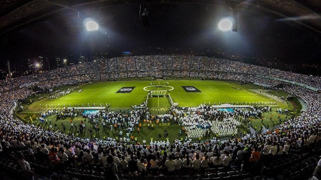 Chapecoense et l'Atlético Nacional se recueillent : hommages monumentaux