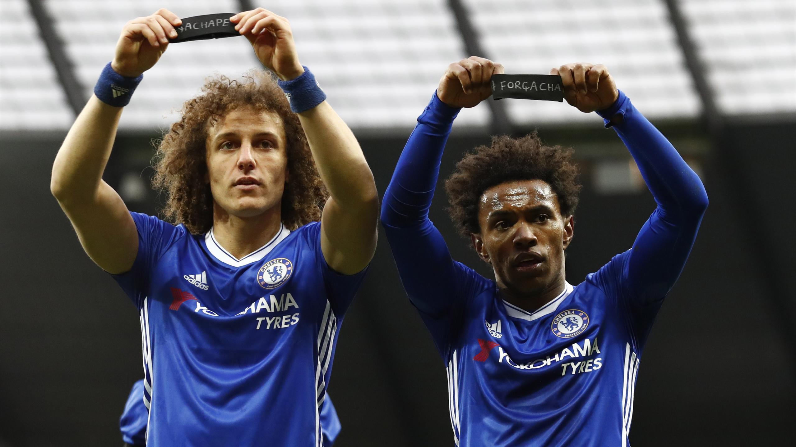 Willian and David Luiz pay tribute to Chapecoense players