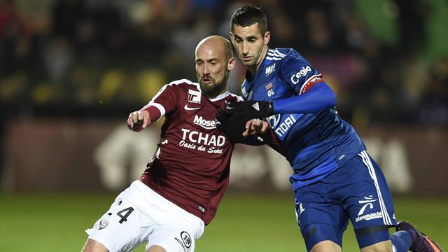 Los rivales en Champions: Suspendido el Metz-Lyon por un petardo
