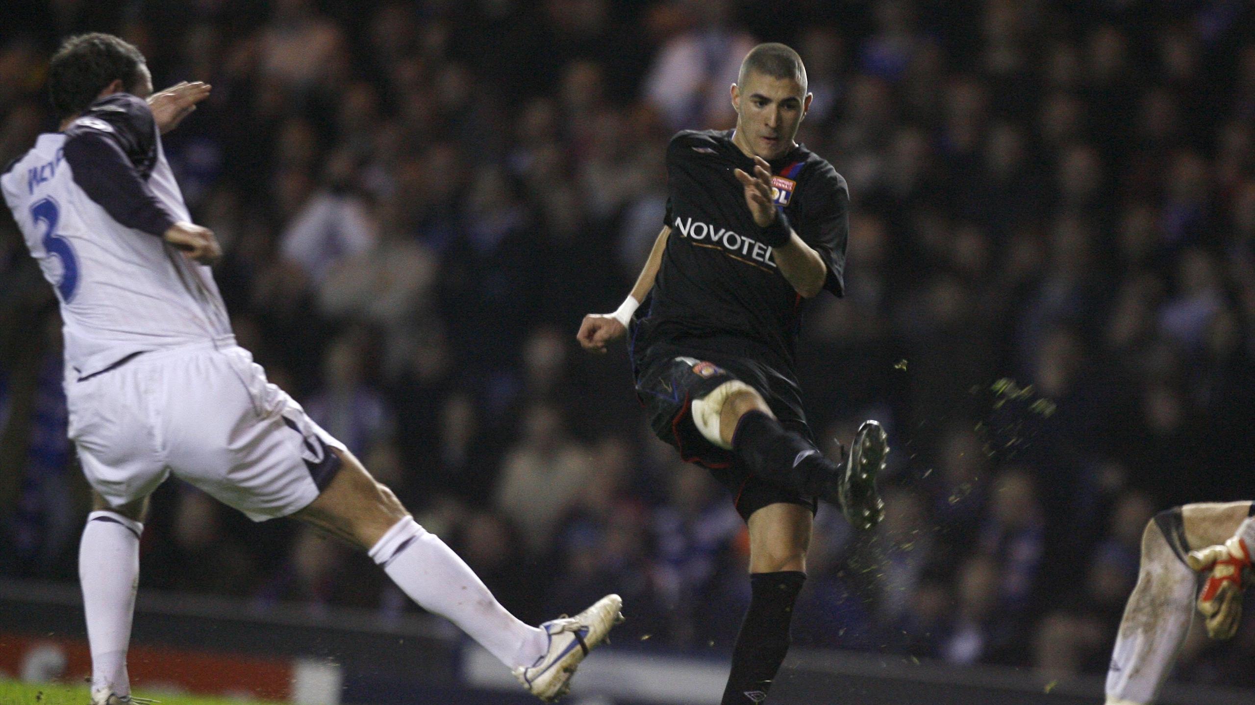 Benzema s'apprête à entériner la victoire (0-3) et la qualification de l'OL à Glasgow