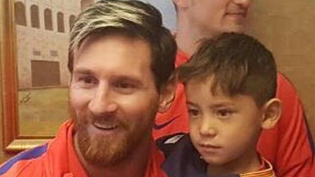 La cruel historia del niño famoso por su camiseta de Messi: del sueño a irse de casa por la guerra