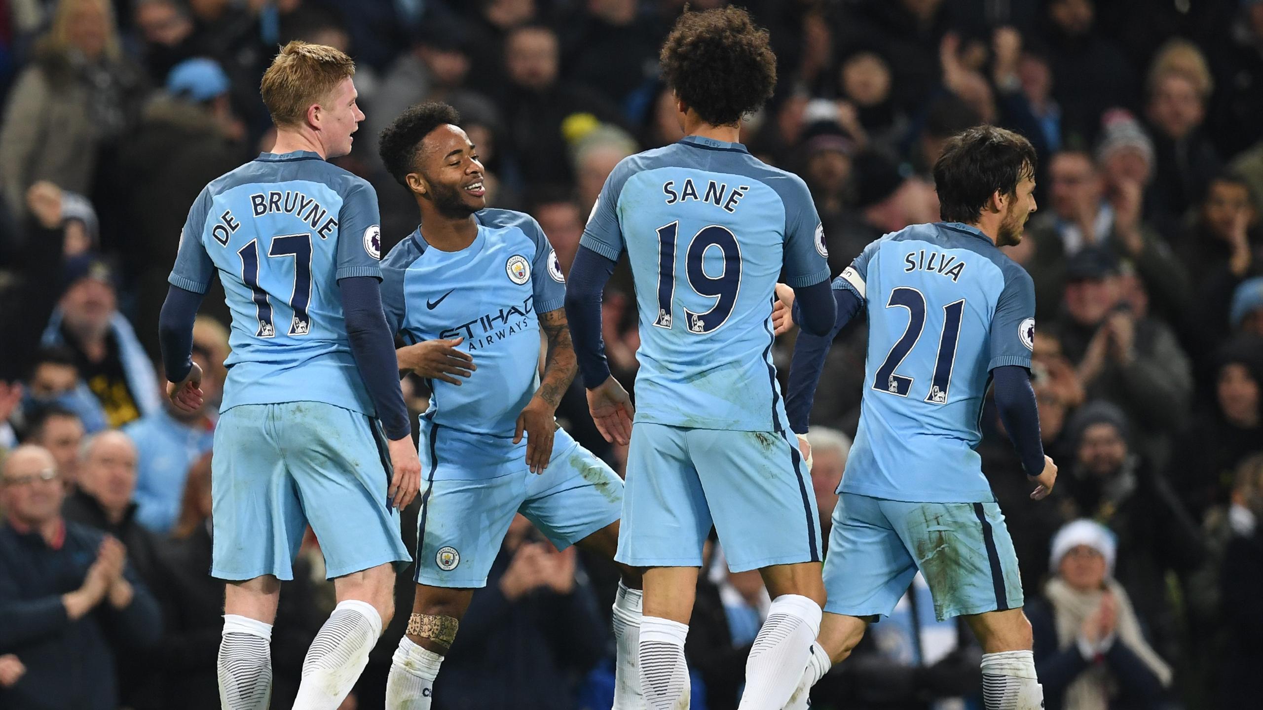 Manchester City célèbre le but de Raheem Sterling face à Arsenal
