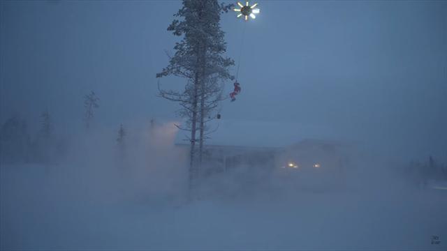 Санта-Клаус завис в небе, но не на санях, а на сноуборде и огромном дроне