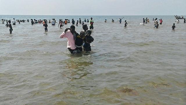 Uganda, naufragio sul lago Alberto: 30 morti, anche una squadra di calcio