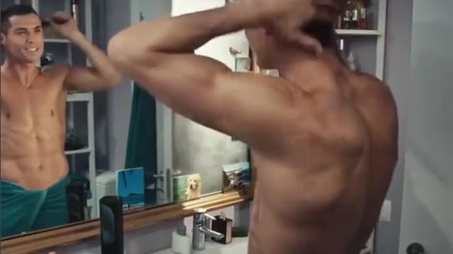 Torse nu pour ne pas changer, Cristiano Ronaldo vous souhaite déjà une bonne année