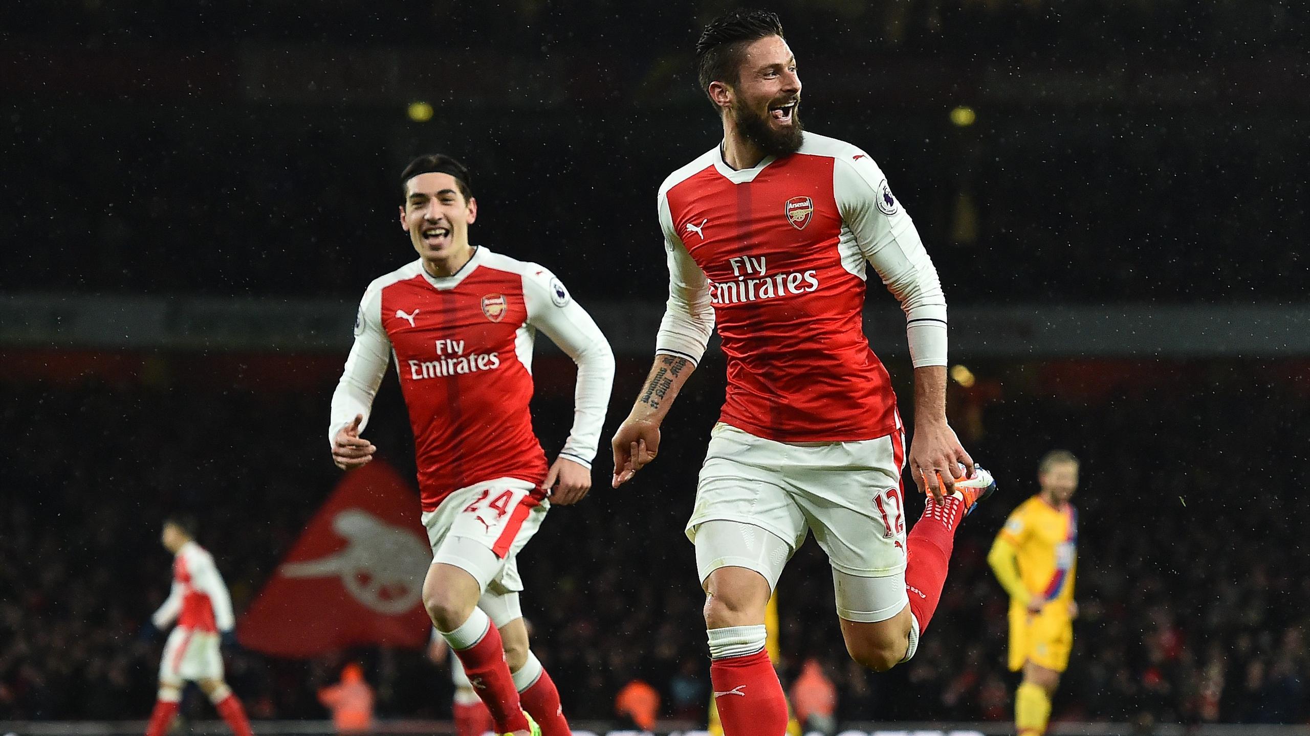 Arsenal's French striker Olivier Giroud celebrates scoring his team's first goal