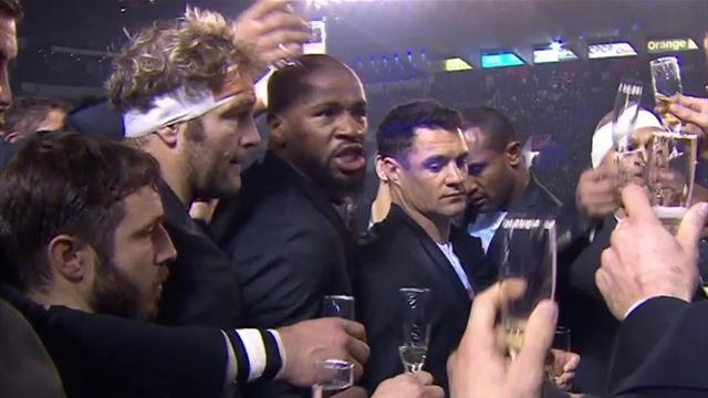 Juste avant le choc face à Toulon, les joueurs du Racing ont sabré le champagne !