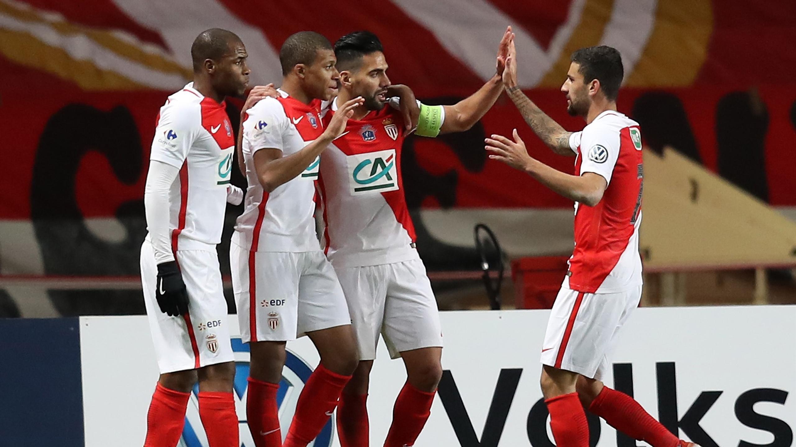 La joie des joueurs de l'AS Monaco après le but de Radamel Falcao contre Ajaccio en Coupe de France
