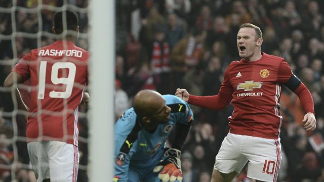 Rooney equals Charlton record as United steamroller Reading