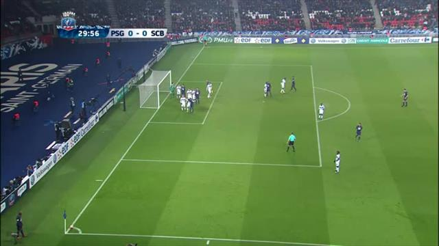 Thiago Silva n'a même pas eu besoin de sauter pour ouvrir le score de la tête