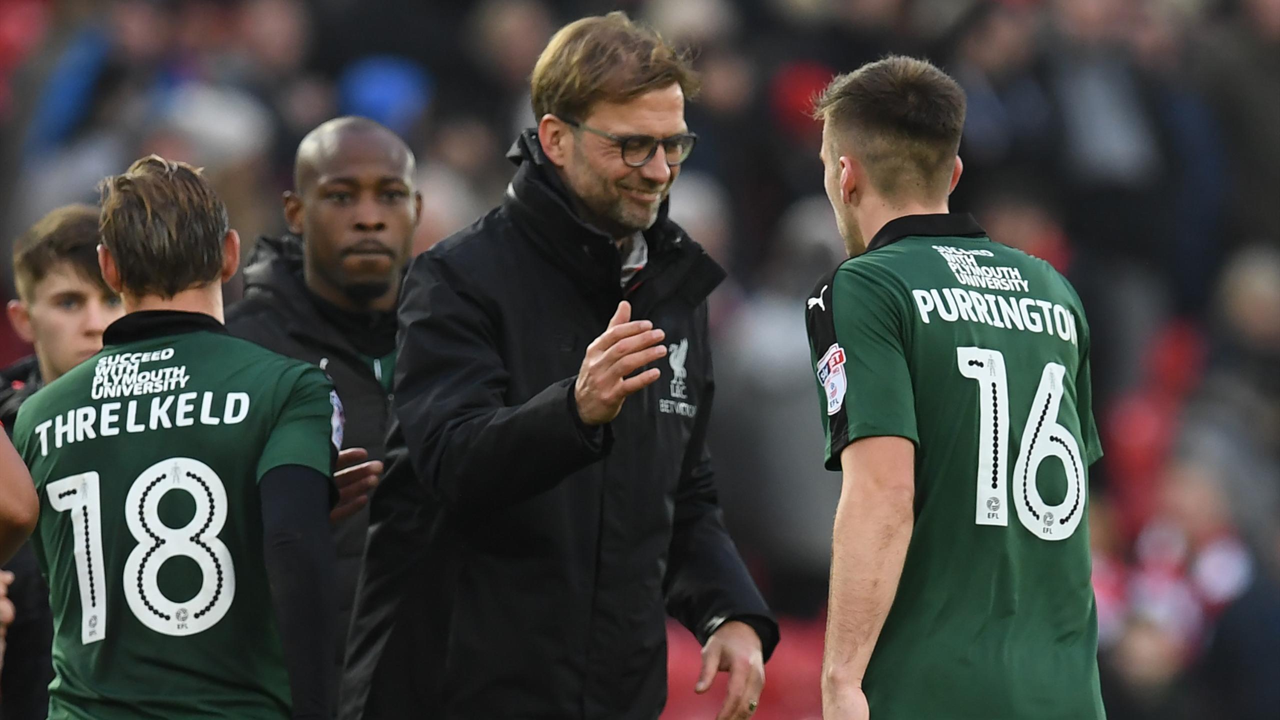 Liverpool's German manager Jurgen Klopp (C) congratulates Plymouth's English defender Ben Purrington