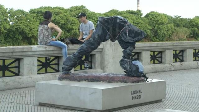 La statue de Messi vendalisée