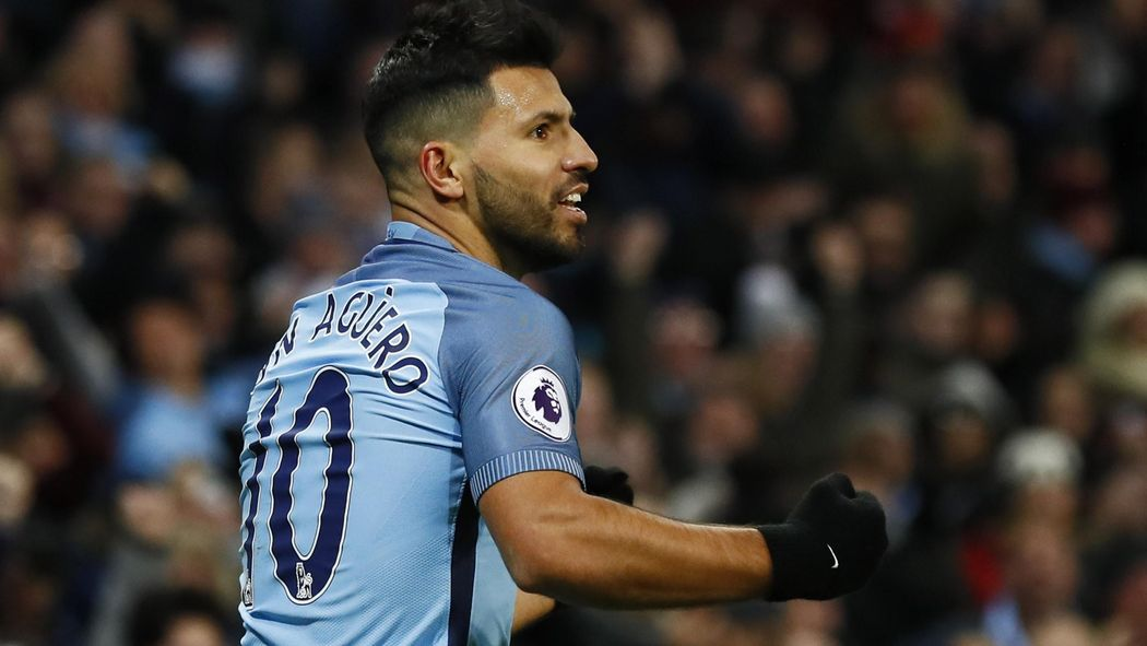 Sergio Aguero Leads The Line For City Morgan Schneiderlin On Bench Everton