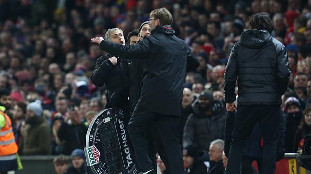 Клопп иМоуринью устроили перепалку впроцессе матча МЮ— Ливерпуль