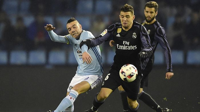 f69244bc8 Celta Vigo s forward Iago Aspas (L) vies with Real Madrid s defender Nacho  Fernandez during