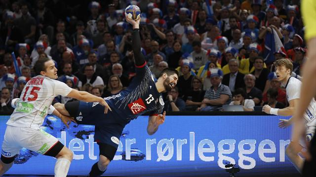 EN DIRECT : La France mène 18-17 à la pause en finale contre la Norvège
