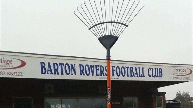 Клуб седьмого английского дивизиона купил втрансферное окно грабли