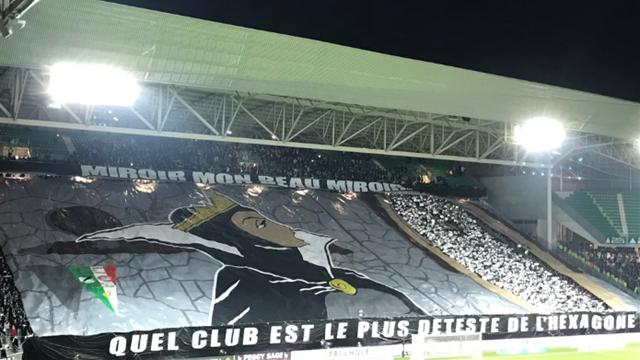 Pour le tifo du derby, les supporters de Saint-Etienne ont joué la carte de l'humour