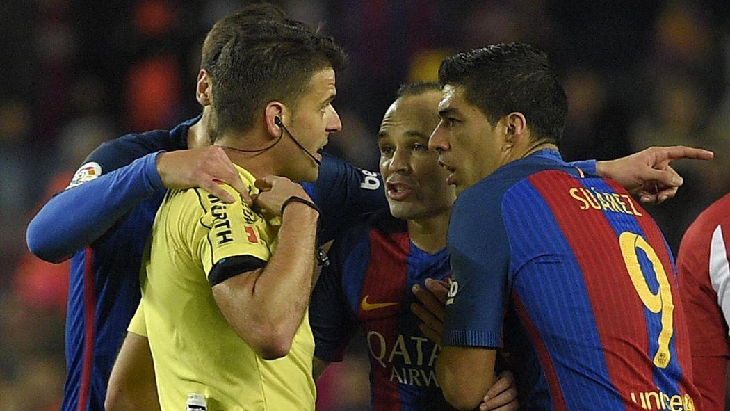 Three sent off as Barcelona reach Copa final with Atleti draw - Copa del  Rey 2016-2017 - Football - Eurosport UK 1c113242daad7