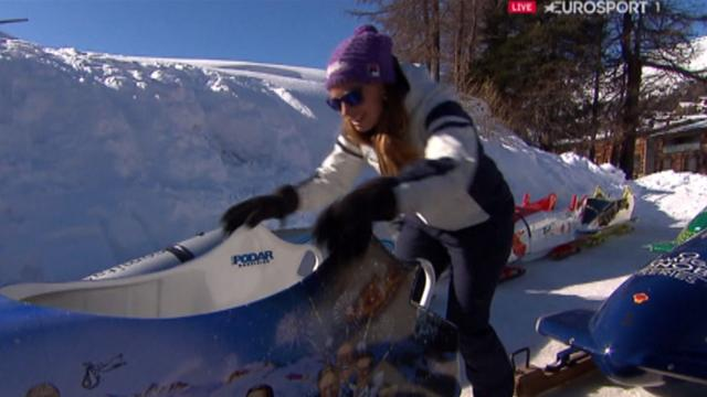 Tina Maze and Jonathan Edwards try bobsleigh!