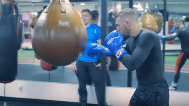 Макгрегор тренируется в одном зале с чемпионом мира по боксу
