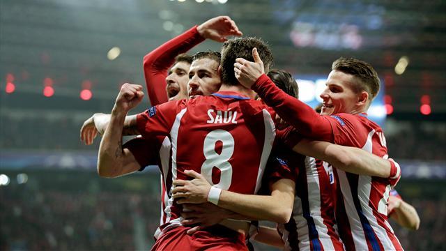 Jugadores del Atlético de Madrid celebrando el primer gol. Análisis táctico Bayer Atlético