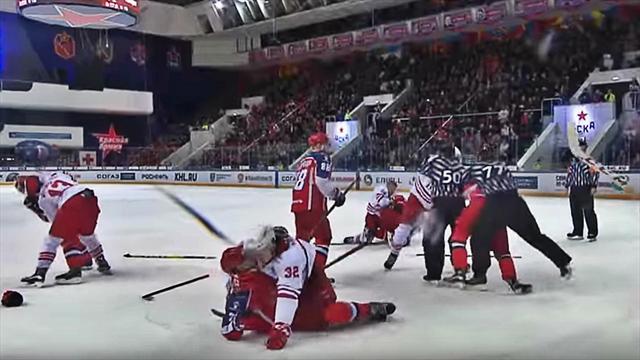 Защитник ЦСКА растерялся во время массовой драки в большинстве и не знал, кого бить