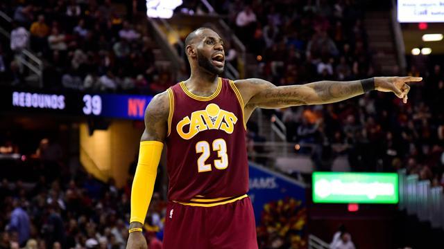 """LeBron James'in 50. kariyer """"triple-double""""ı galibiyete yetmedi"""