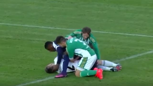 ВЧехии футболист спас жизнь конкуренту, который проглотил язык